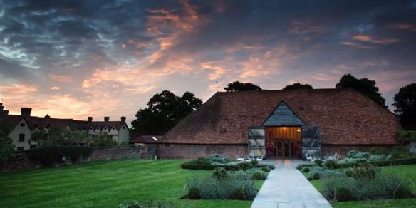 berkshire-wedding-venue-barn-rustic-ufton-court-coco-wedding-venues-kevin-browne-photography-02